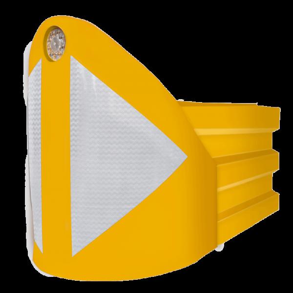Código: ABSORB-460 Sistema de protección vehicular para puntos estratégicos en vías de velocidad media. Compuesto por piezas modulares para diferentes longitudes y capacidades de amortiguamiento. Crash Cushion Level (nivel de amortiguación de impactos). Amortigua adecuadamente los impactos debido a su nariz llena de agua o arena. Con luz solar de 4 destellos y flecha frontal en reflejante de alta intensidad (opcional). Cumple con la Norma NOM-008-SCT2-2013. Fabricado en polietileno de media densidad. Para llenarse de agua o arena. Medidas: Largo: 75.0 cm., Alto: 120.0 cm., Ancho: 95.0 cm. Volumen: 460 lts. Volumen del primer módulo: 340 lts. Volumen del módulo universal: 310 lts Colores: Amarillo o azul Reflejante: blanco.