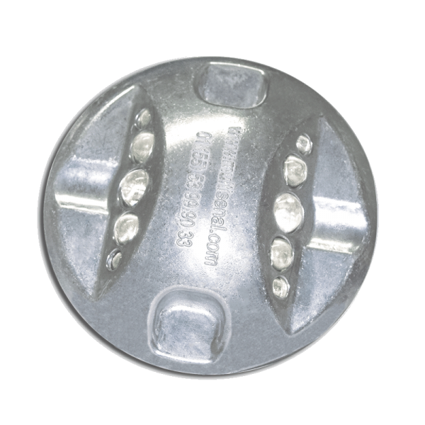 Código: BT-MUL-AL Botón semi-indestructible de aluminio, usado especialmente como vibrador o canalizador en curvas o cruces peatonales, vueltas, así como en estacionamientos. Alta resistencia a impactos. Una o dos caras de esferas reflejantes. Perno de ABS opcional. Medidas: Diámetro: 10.0 cm. Alto: 2.0 cm. Esferas reflejantes: blanco, ámbar o rojo.