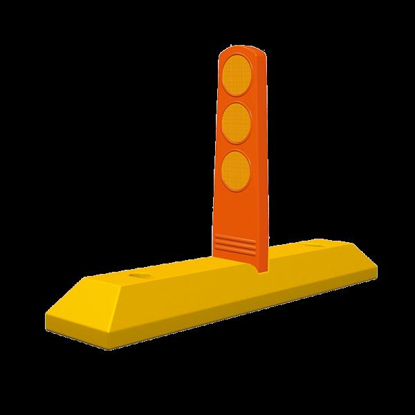 Código: PCP-80 Canalizador con paleta, adecuado para colocarse en contraflujos, desvíos o ciclopistas, se recomienda en avenidas donde el tránsito de vehículos es pesado y se requiere de mayor seguridad. Cada paleta lleva tres círculos reflejantes. Paleta fabricada en Poliflexy material suave que no daña los vehículos o personas. Tope fabricado en polietileno de alta densidad. Medidas: Alto: 40.0 cm., con tope de 81.0 cm. Reflejante: blanco o ámbar.